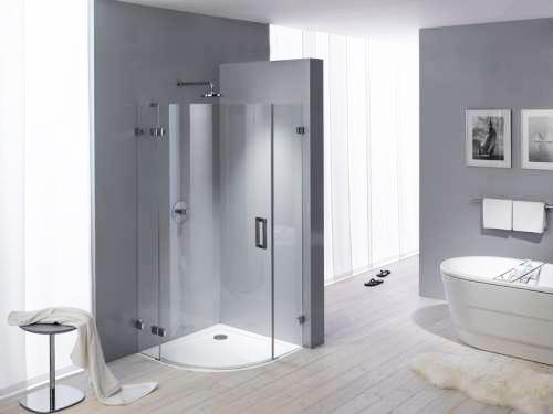 Modern Bathroom Decorating With Beautiful Bathtub And