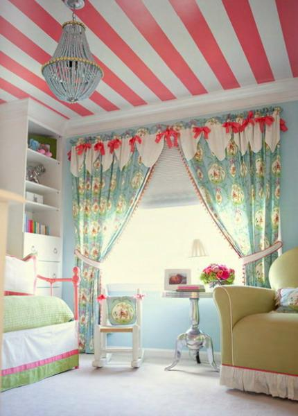 Room Decor With Stylish Stripes Illusion