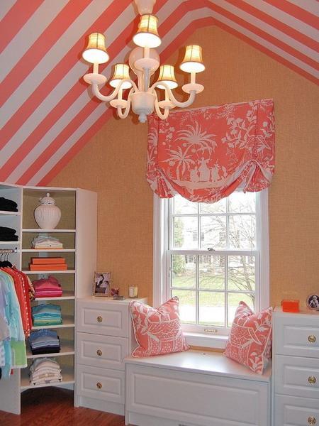 Room Decor With Stylish Stripes Illusion