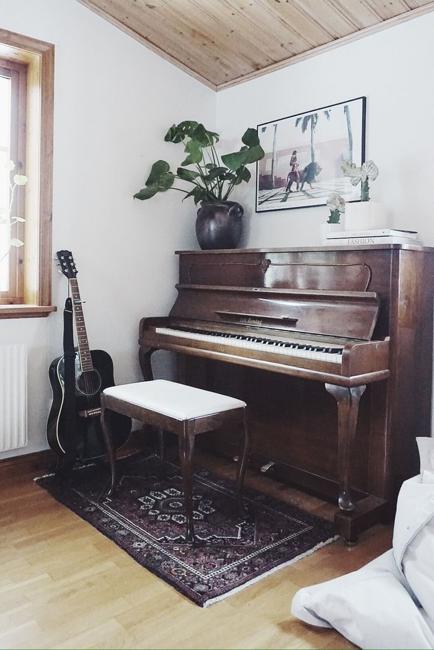 piano wall decorating