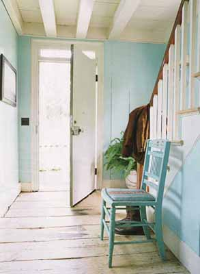 https://www.lushome.com/wp-content/uploads/2011/08/old-house-entryway-foyer-front-door.jpg