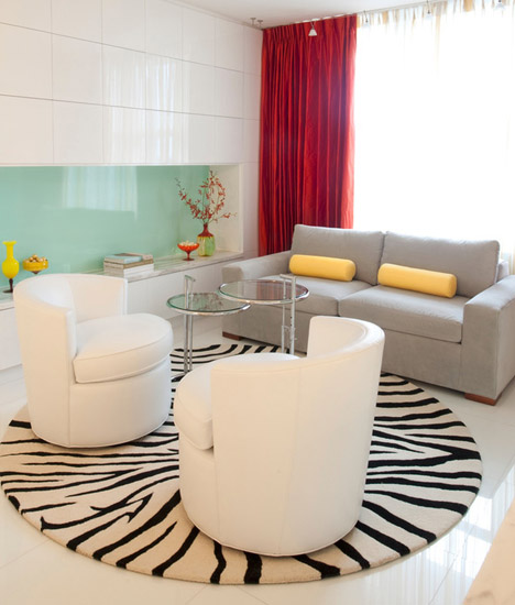striped modern rug in white and black color for living room decorating