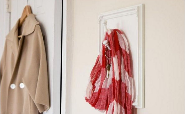 framing objects help recycle old wooden frames and create modern wall decoration ideas