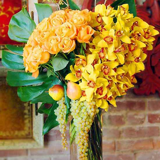 beautiful flowers in yellow color offer attractive and eco friendly centerpiece ideas