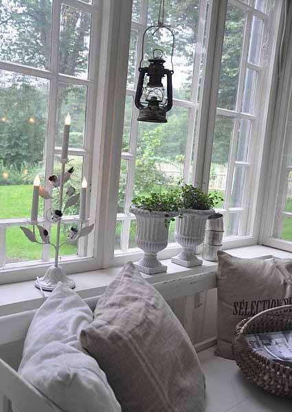 Beautiful and simple interior window decorations for Green holiday & 14 Eco Friendly Christmas Decorating Ideas for Interior Windows ...