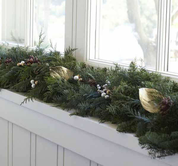 20 Beautiful Window Sill Decorating Ideas for Christmas ...
