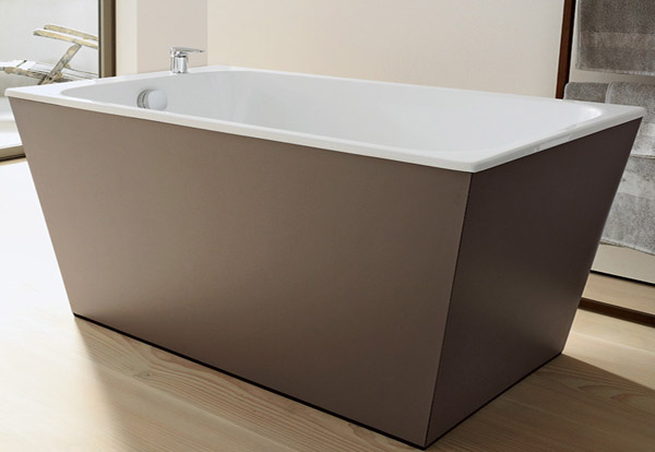 bathtub Onto decorated with wood designer Matteo Thun