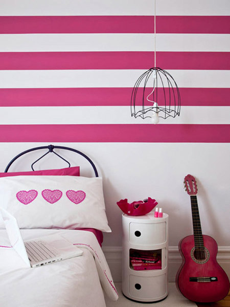 stripes on walls in pink and white colors