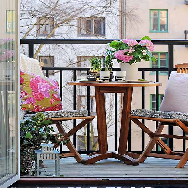 Small Balcony Ideas For Spring Decorating
