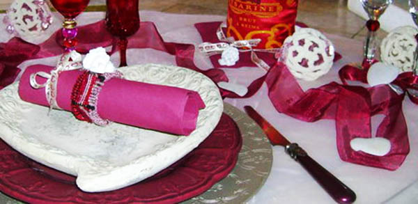 plates decorated with pink napkins