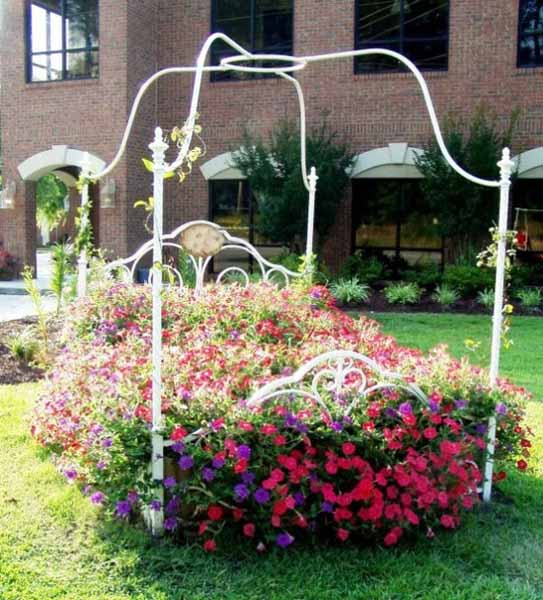 33 Beautiful Flower Beds Adding Bright Centerpieces To: Recycling Old Chairs And Benches For Blooming Garden