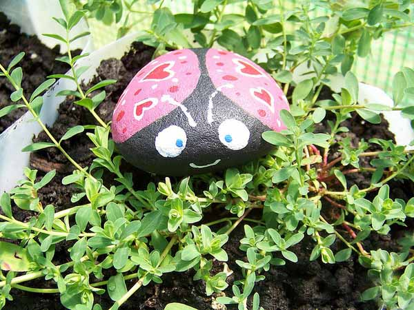 Painted rocks for artistic yard and garden designs 40 - Painting rocks for garden what kind of paint ...