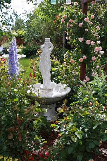 Roses For Beautiful Outdoor Decor Charming Garden Designs