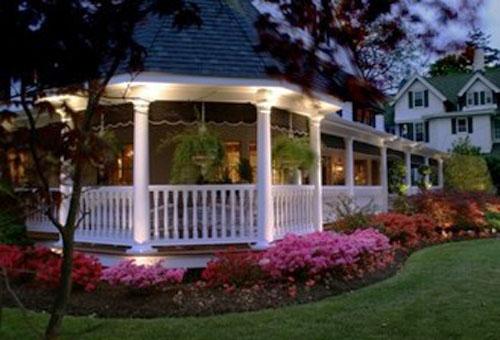 Front Landscape Design With A Small Gazebo: 22 Beautiful Metal Gazebo And Wooden Gazebo Designs