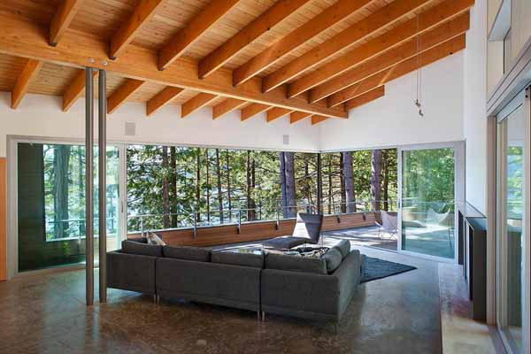 Lake House Design With Open Ceiling Beams And Large