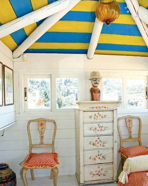 ceiling beams and blue yellow stripes on ceiling
