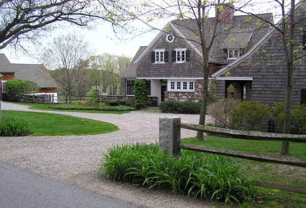 Amazing Country Home Driveway Design With Wooden Fence And Natural Front Yard  Landscaping Ideas