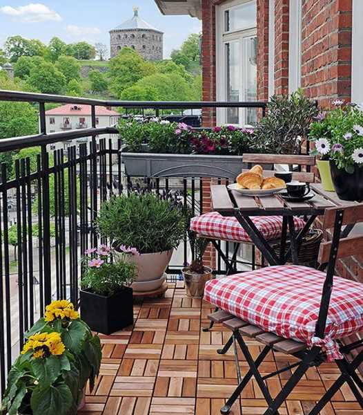 Balcony Decking Tile Designs In Light And Dark Brown Colors