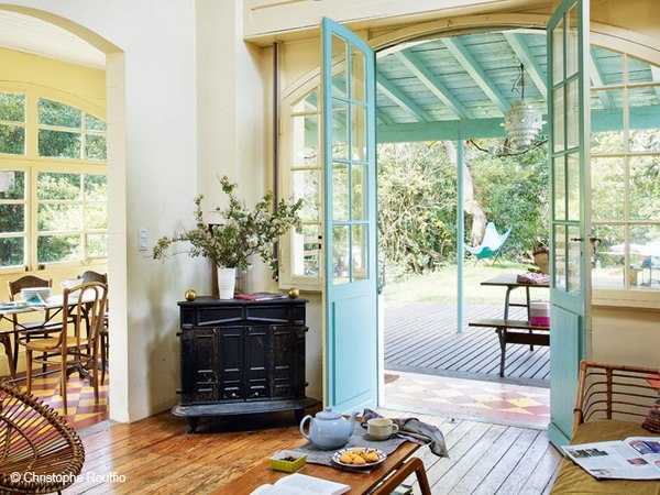 turquoise blue paint color for doors and windows