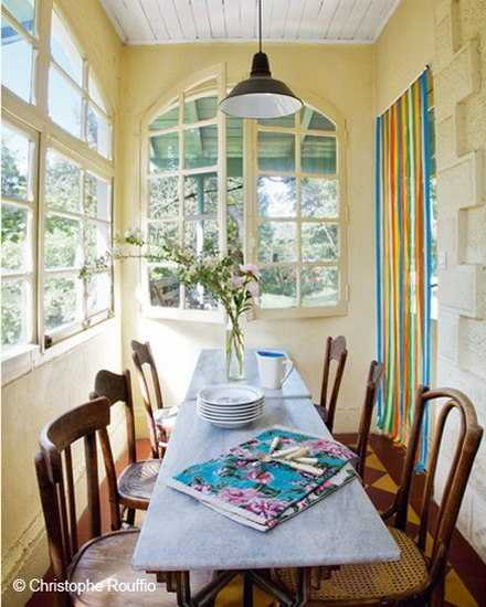 Colorful Small Cottage Decor, Bright Wall Painting Ideas