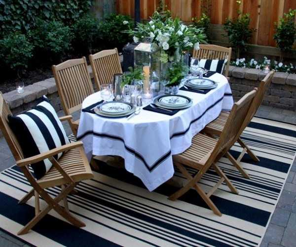 Dining Table With A Large Floral Centerpiece Simple Labor Day Party Decor