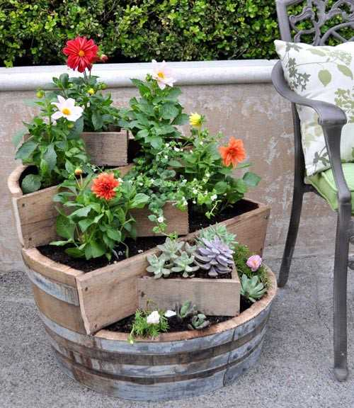 18 Fall Flower Arrangements Welcoming Guests At Your Front Door