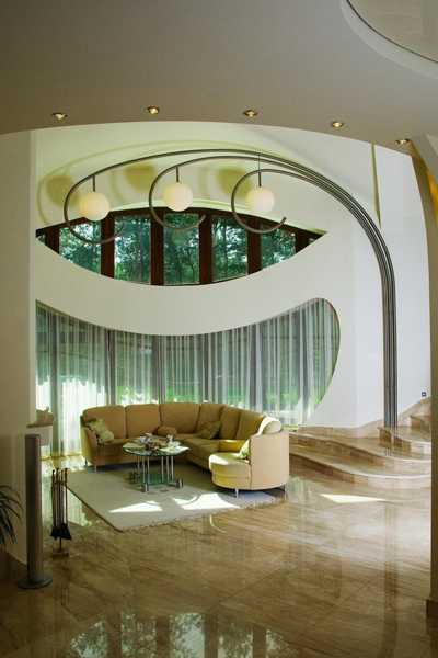 Stunning Modern Interiors Of Swing House With Curves And