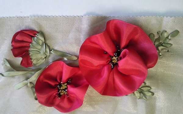 15 gorgeous red poopy flower arrangements and remembrance day table home decorating with red poppies mightylinksfo