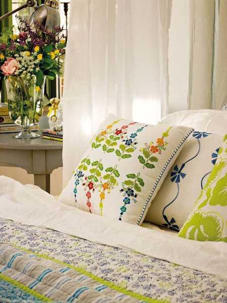 floral designs on bedding