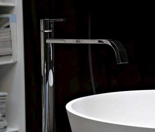 floor mounted bathtub faucet