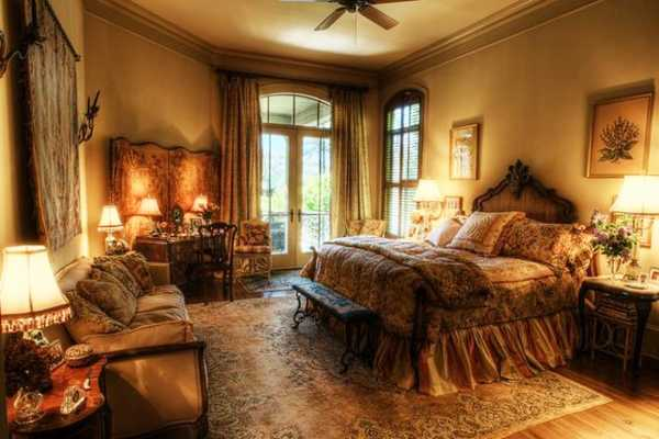 Rich Interior Design And Decor In Vintage Style Enhanced By Gorgeous