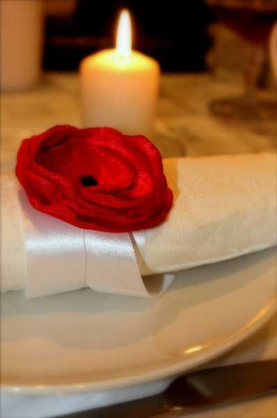 10 Ways To Add Red Poppy Flowers To Dining Room Decorating