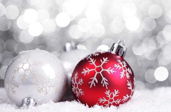 top 6 modern christmas decor trends 2012 - Red Christmas Decorations