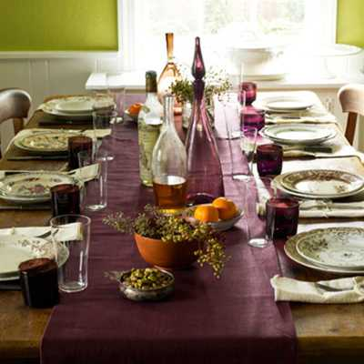 purple table runner for thanksgiving table decoration