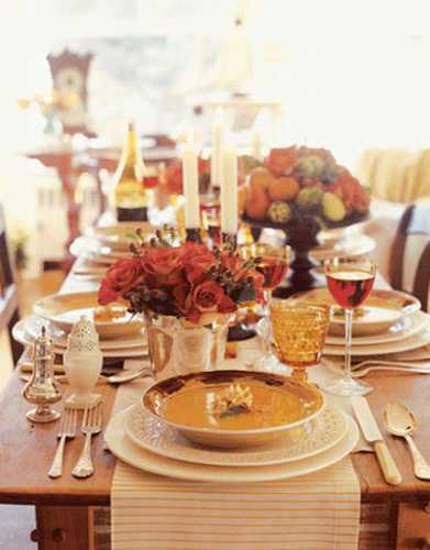thanksgiving table decor with striped place mats in neutral color