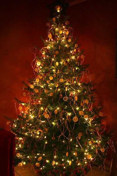safe christmas decorating tips christmas tree decoration with lights - Christmas Tree With Lights And Decorations