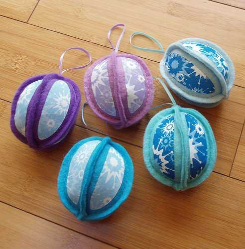felt christmas balls in blue and purple colors