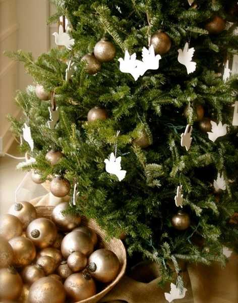 modern color combinations and ornaments for christmas tree decorating in style - Photos Of Decorated Christmas Trees
