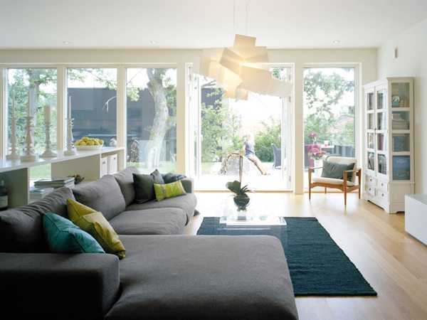 20 modern living room designs with elegant family friendly - Modern family room design ideas ...