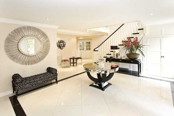 foyer decorating in black and white