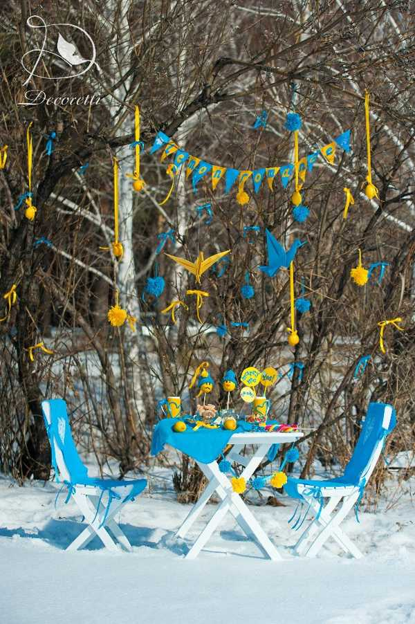 Bright yellow blue color scheme and fun table decoration