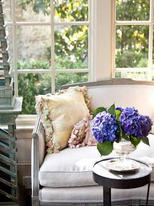 expert tips for home decorating with flowers, keeping flower