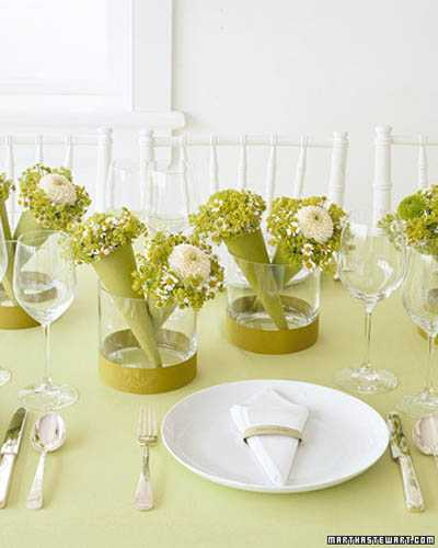Beau Floral Arrangements In Glass Vases Are Ideal For Formal Events. Wicker  Baskets With Spring Flowers Are Charming Spring Decorating Ideas That Look  Relaxing.