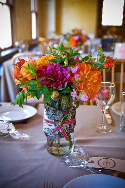 Elegant flower arrangements and spring decorating ideas for Dining table flower arrangements