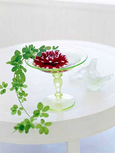 Elegant Flower Arrangements And Spring Decorating Ideas For Dining Table