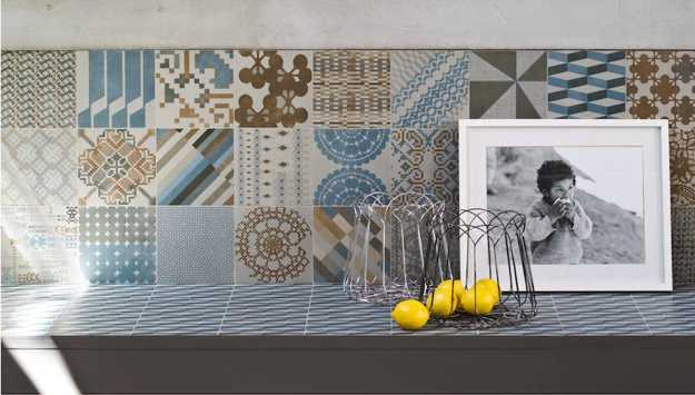 kitchen tiles in brown and blue colors