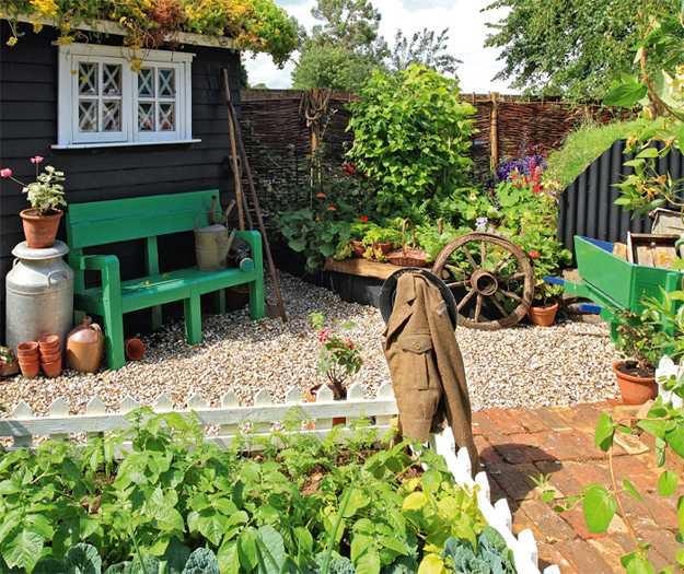 12 Great Ideas For A Modest Backyard: 35 Creative Backyard Designs Adding Interest To