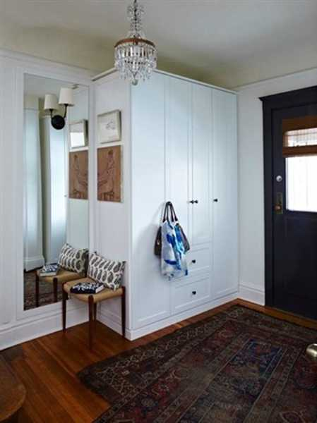 Small Foyer With Closet : Organized entryway designs and foyer decorating ideas