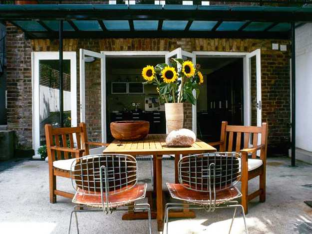 patio design with sun shade and wood furniture