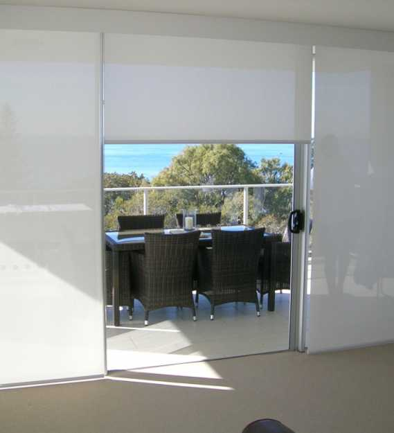 glass wall design with window blinds